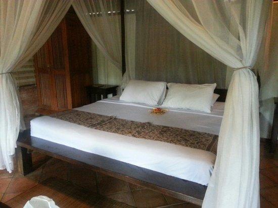 Graha Moding Villas : Massive bed