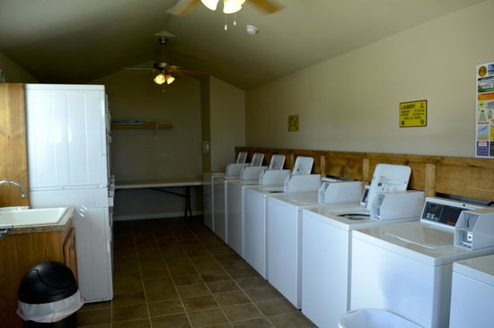 Victoria / Coleto Creek Lake KOA: Laundry Room