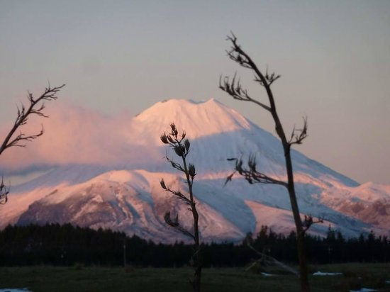 Sportsmans Lodge: Sun setting over Mt Ngauruhoe in Tongariro National Park