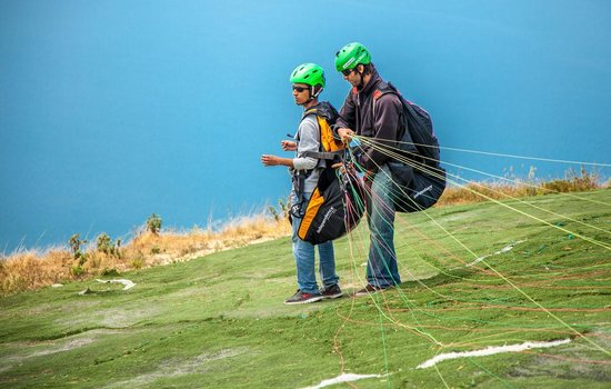 Paragliding Panajachel: Pilot preping a client for the flight