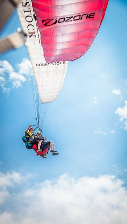 Paragliding Panajachel: Saying hello for a fellow glider