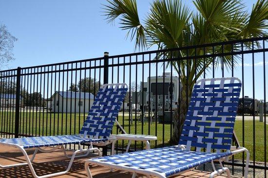 Victoria / Coleto Creek Lake KOA: Relax by the pool