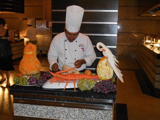 Hotel Riu Guanacaste: Liberia Buffet Food Artist