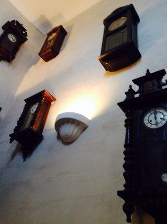Café do Mar : A lot of clocks
