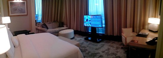The Trans Luxury Hotel Bandung: guest room (again)