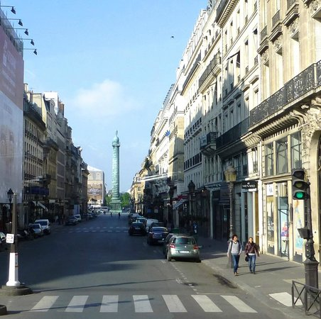 Place Vendôme : Square lined with grand buildings..
