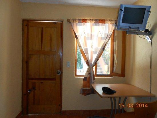 Posada San Luis: La ventana tiene mosquitero