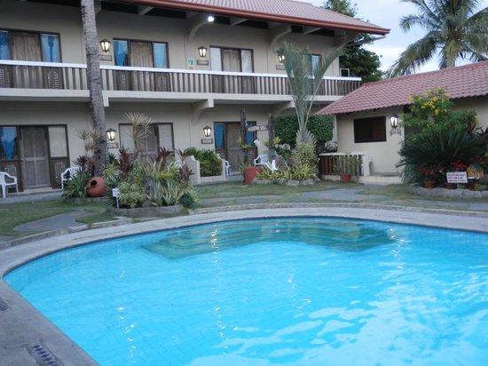 Coral Beach Club: Pool