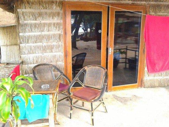 Papa Pippo Bar, Restaurant & Bungalows : La entrada a la habitación