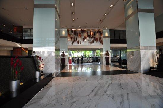 PARKROYAL Kuala Lumpur : Hotel entrance & lobby very Malaysian ambience