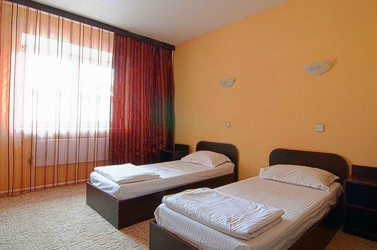 Astoria Hotel : Номер с раздельными кроватями