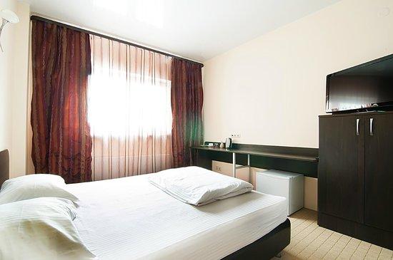 Astoria Hotel : Номер с широкой кроватью