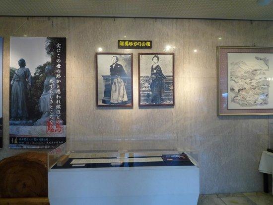 Kirishima Hotel: 館内展示の美術品