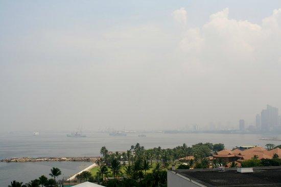Sofitel Philippine Plaza Manila: the bay