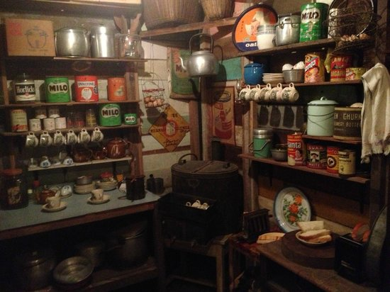 Time Tunnel Museum: diorama of old chinese shop