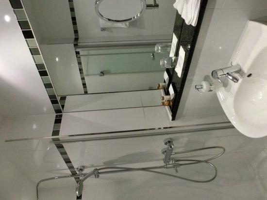 Hotel Burgcafe: バスルーム、きれいです。
