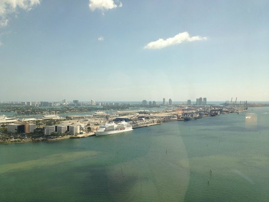 InterContinental Miami: Cruise Docks make for an interesting daily changing Ship Scape!