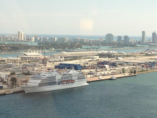 InterContinental Miami: View towards Miami Beach with Star & Hibiscus Islands