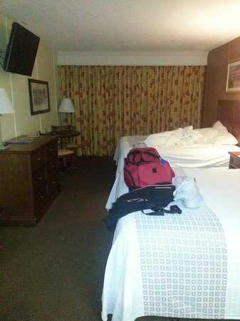 DoubleTree Resort by Hilton Myrtle Beach Oceanfront: This what the room that I received.  NOT the booked premium room.