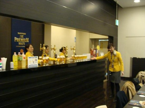 Suntory Brewery Musashino Factory: ここで試飲 ♪♪