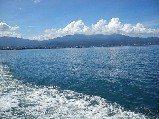 Bunaken National Marine Park : Pemandangan dari kapal boat