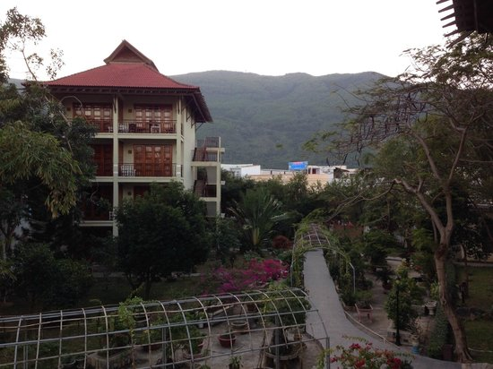 Royal Hotel & Healthcare Resort Quy Nhon : garden