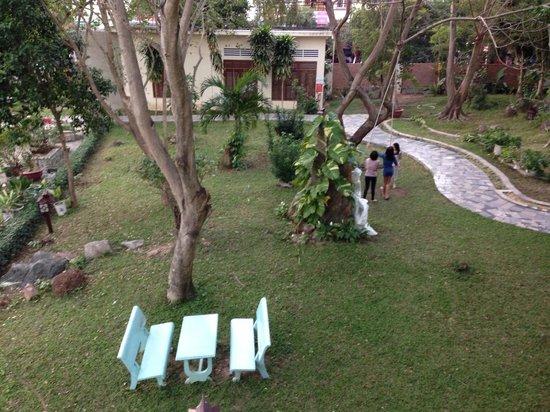 Royal Hotel & Healthcare Resort Quy Nhon: garden