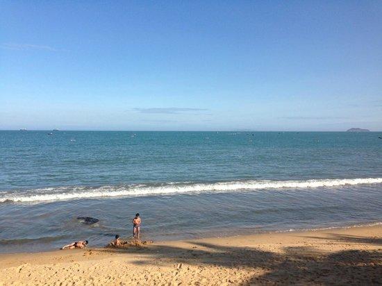 Royal Hotel & Healthcare Resort Quy Nhon: beach