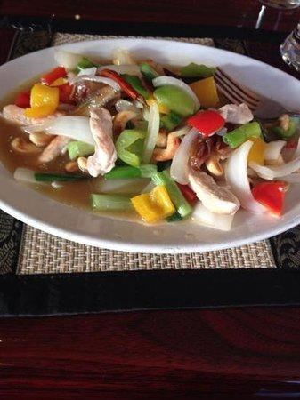 Bangkok Thai Cuisine : pollo con salsa de datil y nuez de macadamia