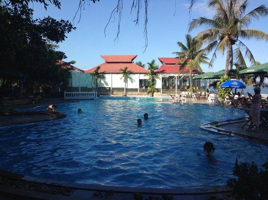 Royal Hotel & Healthcare Resort Quy Nhon: pool
