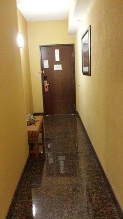 Drury Inn & Suites San Antonio Near La Cantera Parkway: bedroom hallway
