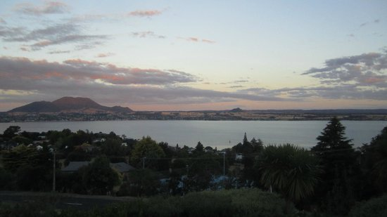 Tauhara Sunrise Lodge: Sunset View - from balcony