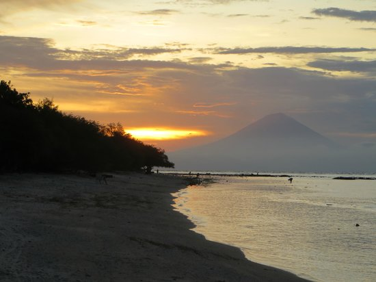 Alam Gili: Sunset on the beach