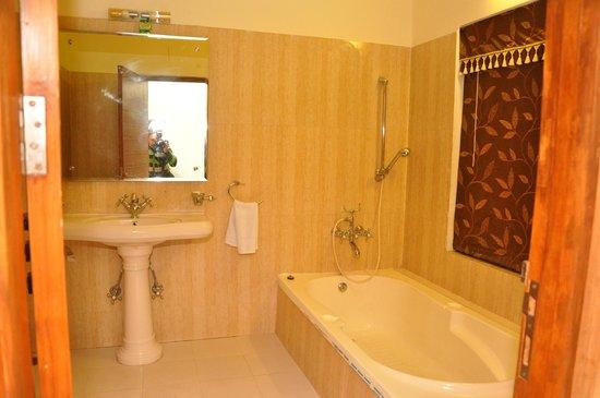 Hotel Jiwan Plaza: Suite Bathroom