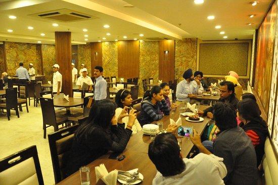 Hotel Jiwan Plaza: Shree Rathnam Restaurant