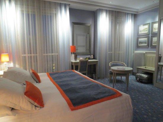 Splendid Etoile Hotel : Our room