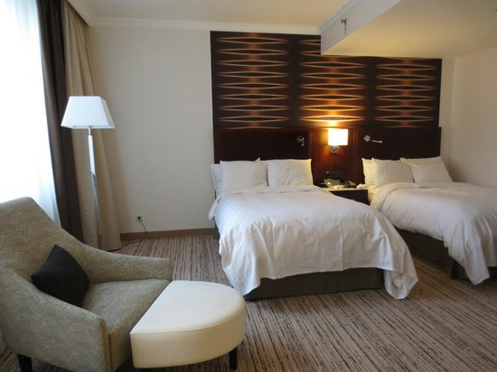 Cologne Marriott Hotel : our room