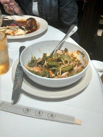 Mustards Grill: Hunan salad