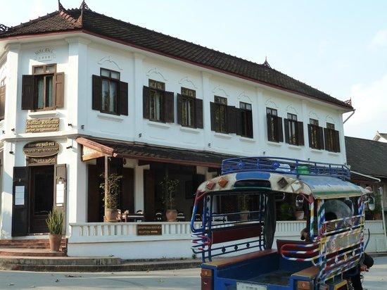 Couleur Cafe and Restaurant : Alexandra Box -Facade restaurant Couleur Café Laos Luang Prabang