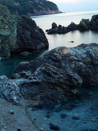 Pista Ciclopedonale Levanto - Framura : Scorcio fotografato dopo la seconda galleria da Levanto verso Bonassola spiaggia non attrezzata