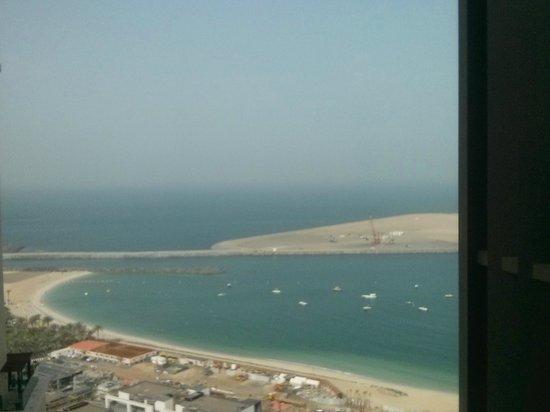 Sofitel Dubai Jumeirah Beach: Day view of the beach from the room