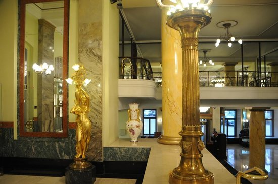 Hotel Metropol Moscow : Statues and pillars - view from lobby seat