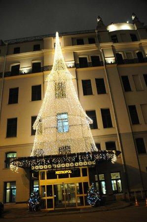 Hotel Metropol Moscow : Side Entrance in Winter Lights