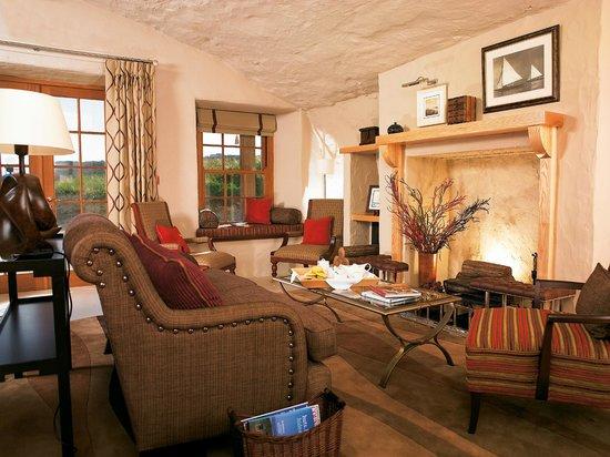 Braye Beach Hotel: Hotel Lounge