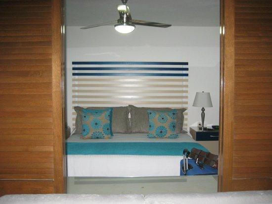 Villa del Palmar Beach Resort & Spa: Looking into bedroom from living room
