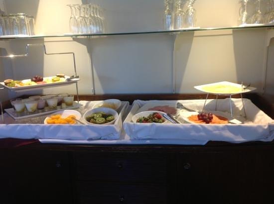 Watermark Hotel & Spa Gold Coast : Breakfast in lounge all fresh