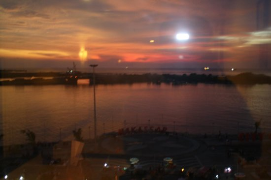Aryaduta Makassar: Nice view in the dusk