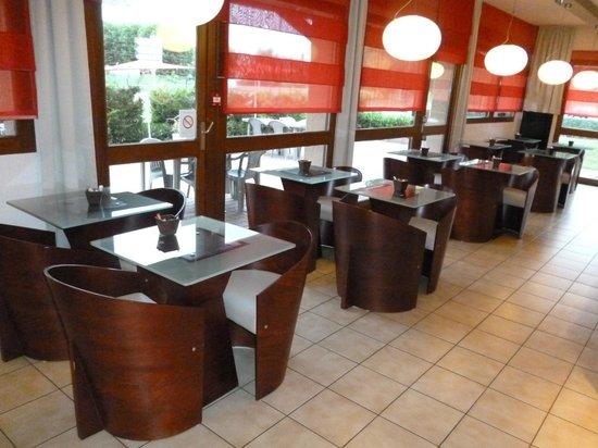 Ibis Creil sur Oise: la salle petit déjeuner