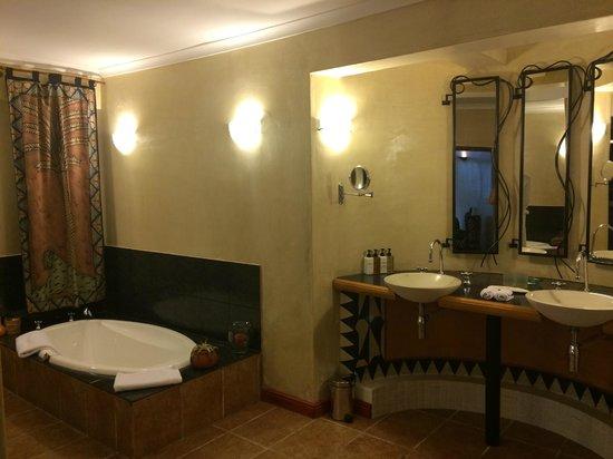 Ambiente Guest House: bath