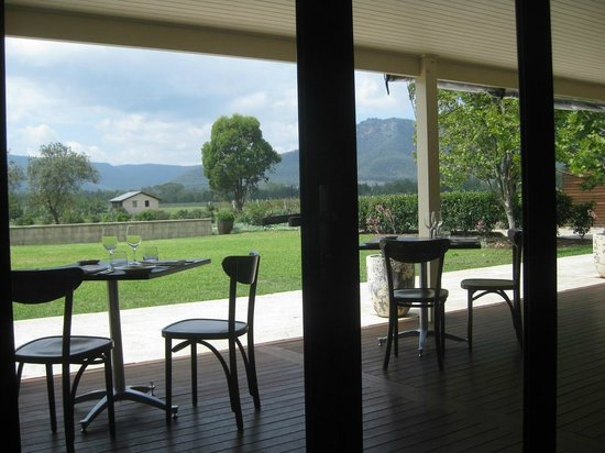 Margan Restaurant : Looking out to the veranda dining area